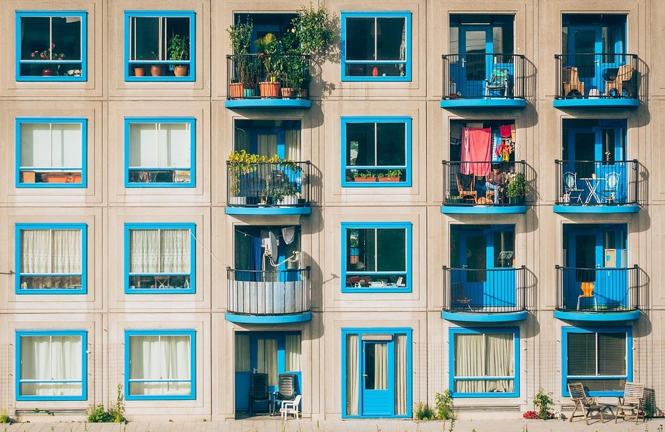 Many students in Australia live in small apartments