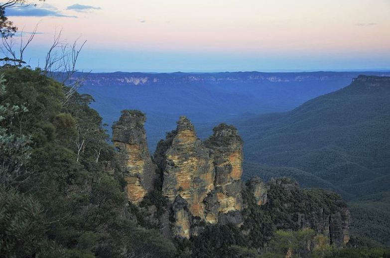 Blue haze in the Jamison Valley behind the Three Sisters
