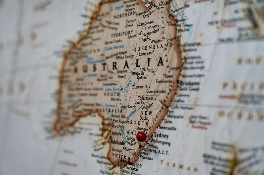 What are the different time zones in Australia